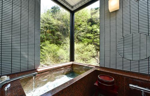 特別和室【角部屋】 に温泉が引き込まれました。